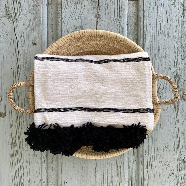 Pompom deken met zwarte pompoms
