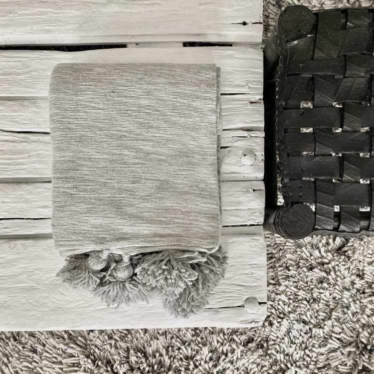 Pompom deken grijs