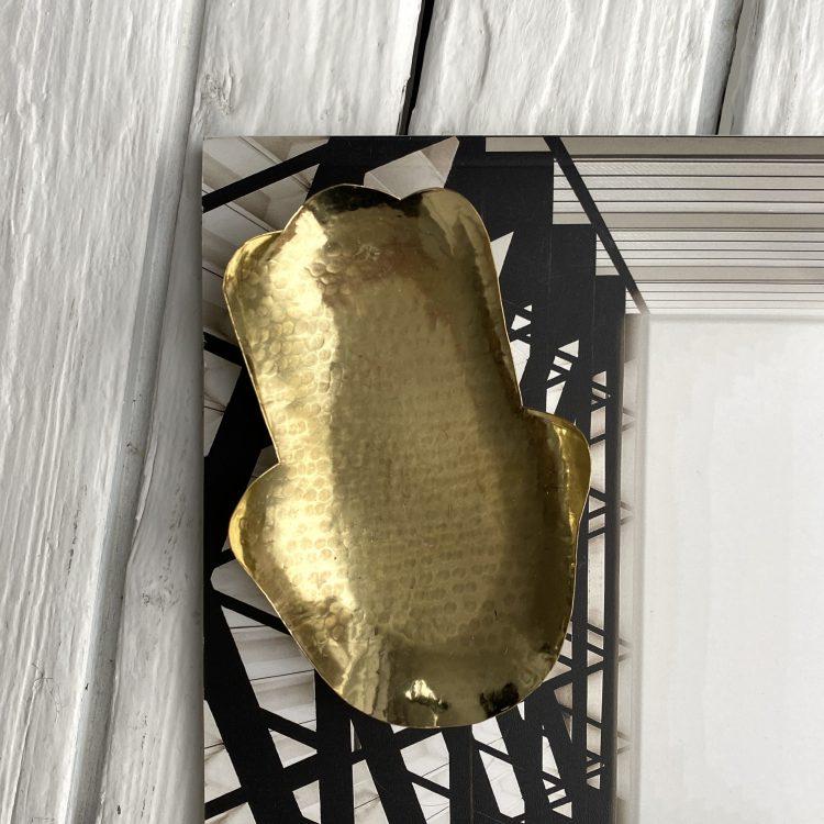 Gehamerde goudkleurige schaaltjes