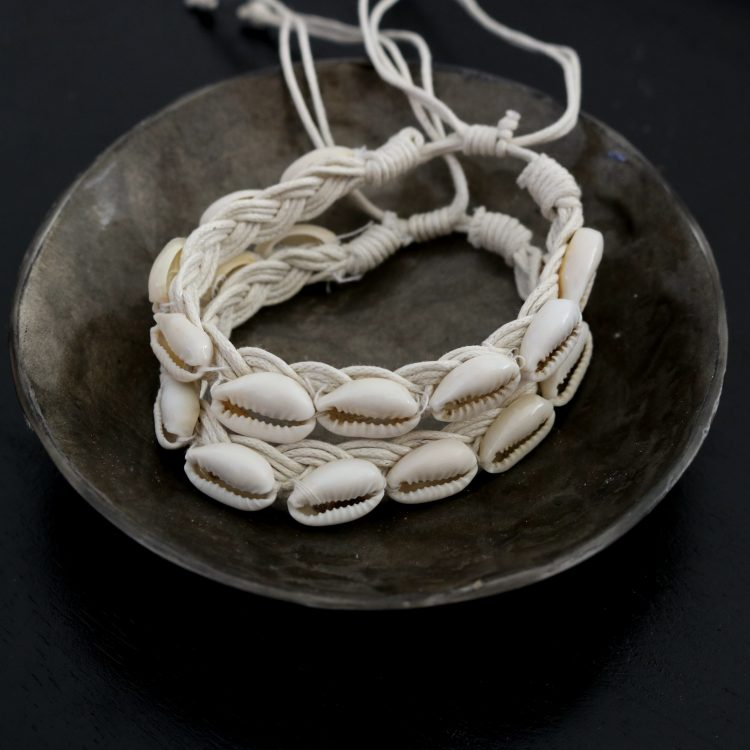 Kauri schelpen armbandje wit