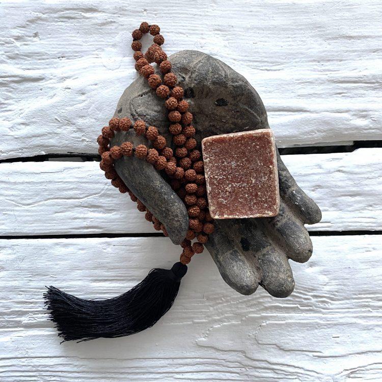 Cadeauset; Lotus Handje, Amberblokje En Mala Ketting